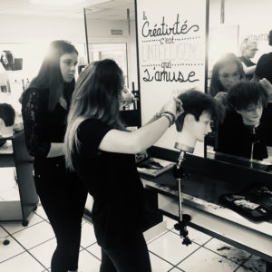 eleves-salon-application-nantes-academie-coiffure