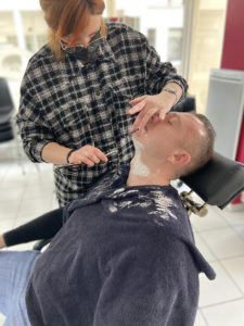 mise-application-eleve-rasage-traditionnel-option-barber-nac44